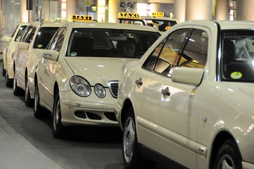 larnaca airport taxi